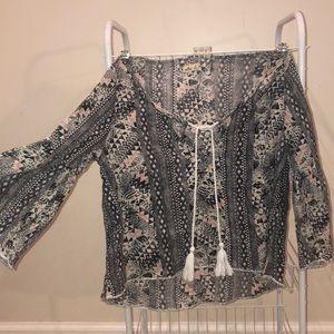Cute Boho Styled Cropped Hollister Shirt